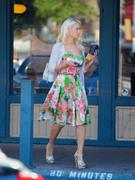 Холли Мэдисон, фото 1946. Holly Madison Starbucks in LA Market FEB-1-2012, foto 1946