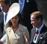 th_50103_celebrity_paradise.com_The_Duchess_of_Cambridge_Zara_wedding_014_122_146lo.jpg