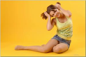 http://img293.imagevenue.com/loc152/th_279194731_tduid300163_sandrinya_model_denimmini_teenmodeling_tv_111_122_152lo.jpg