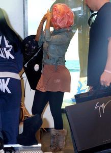 Ники Минаж, фото 143. Nicki Minaj and a friend out shopping in Beverly Hills 2-10-12, foto 143