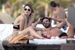 http://img293.imagevenue.com/loc457/th_311922626_Mischa_Barton_Bikini_Candids_on_the_Beach_in_Miami_December_27_2011_138_122_457lo.jpg