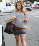 http://img293.imagevenue.com/loc462/th_168277502_Hilary_Duff_Grabbing_Lunch_Cabbage_Patch21_122_462lo.jpg