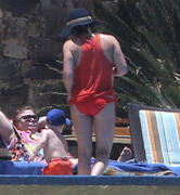 http://img293.imagevenue.com/loc482/th_909455658_Hilary_Duff_in_Mexico23_122_482lo.jpg
