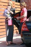 Николь Кидман, фото 2008. Nicole Kidman and her daughters leaving a birthday party in Hollywood 2-5-12, foto 2008