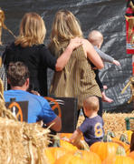 http://img293.imagevenue.com/loc510/th_277697950_Hilary_Duff_MrBones_Pumpkin_Patch9_122_510lo.jpg