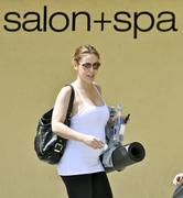 http://img293.imagevenue.com/loc518/th_473819272_Alyssa_Milano_at_gas_station_ana_yoga_class8_122_518lo.jpg