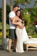 http://img293.imagevenue.com/loc530/th_706164186_Megan_Fox_on_vacation_in_Hawaii7_122_530lo.jpg