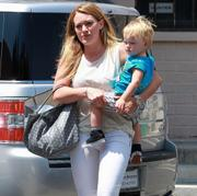http://img293.imagevenue.com/loc551/th_665109285_Hilary_Duff_out_and_about_LA5_122_551lo.jpg
