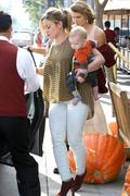 http://img293.imagevenue.com/loc86/th_795239414_Hilary_Duff_out_in_Beverly_Hills11_122_86lo.jpg